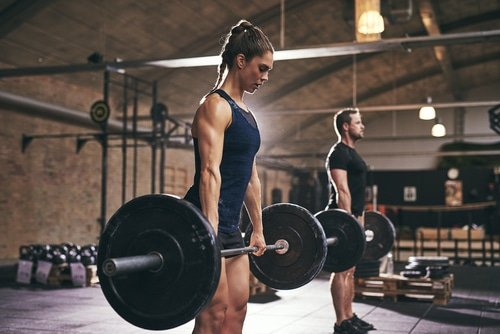 A Beginners Guide Of How To Do A Deadlift, Form & Tips
