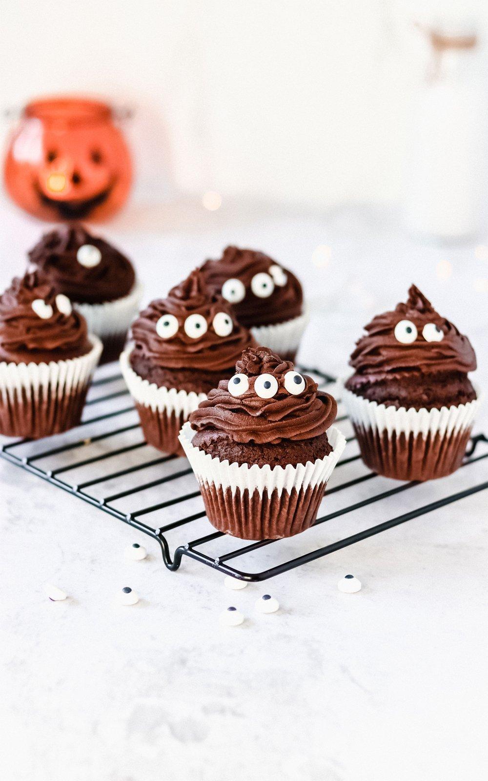 Einfache vegane Halloween-Chocolate-Cupcakes