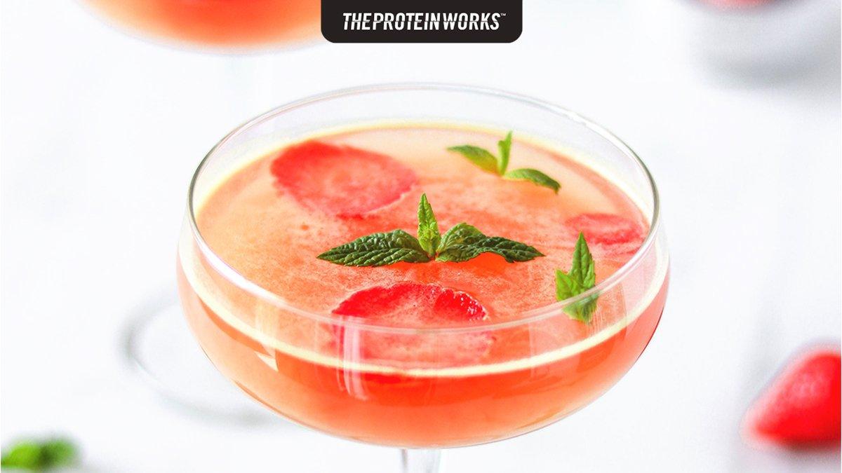 Proteinreicher Erdbeer-Mojito-Wackelpudding