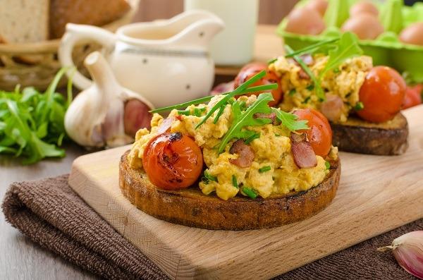 Huevos Revueltos En Tosta